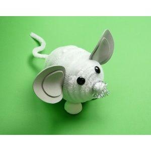 Eine Maus basteln | Süße Maus mit weißen Pfeifenputzern