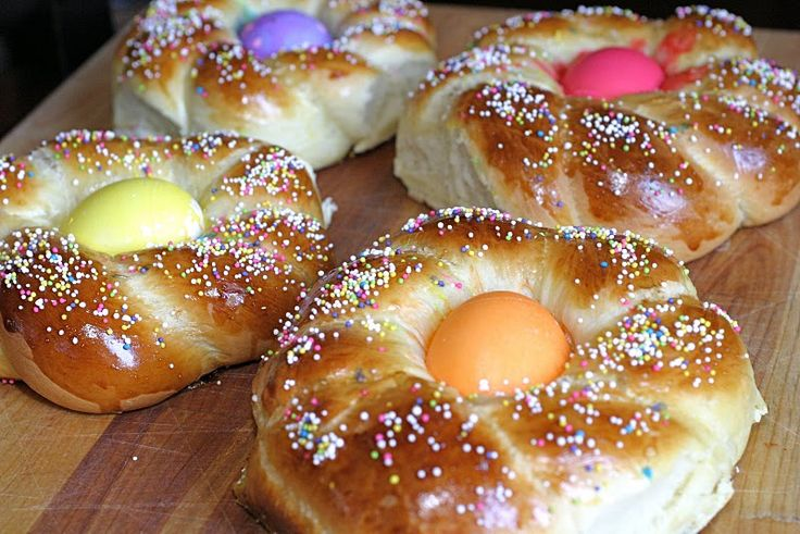 Easter bread tradition with colored egg | Easter | Pinterest