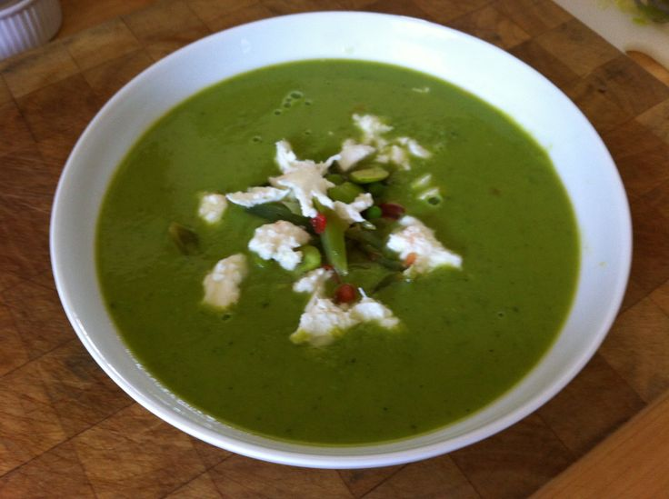 Summer pea, ham and mint soup. | @PigeonCottageKitchen | Pinterest
