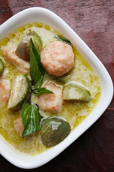 Green Curry with shrimp dumplings | Feed Me | Pinterest