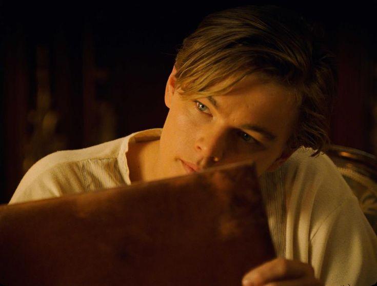 Jack drawing Rose