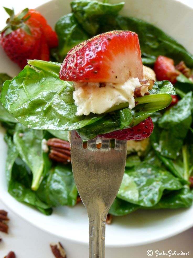 Spinach strawberry salad with baked goat cheese! Yumm