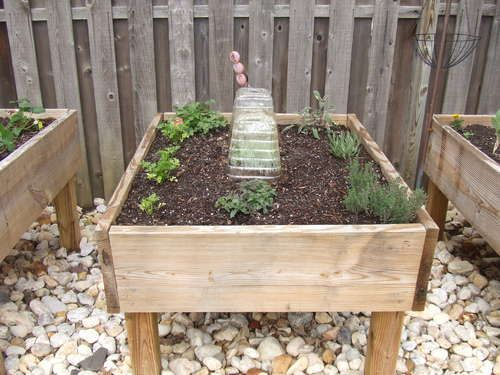 Idea For Raised Bed With Legs For Strawberry Patch 5 13 Pinterest