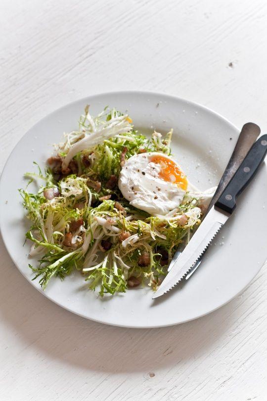 ... au Lard et À L'oeuf - Frisée with Lardons and Poached Egg - Gratinee
