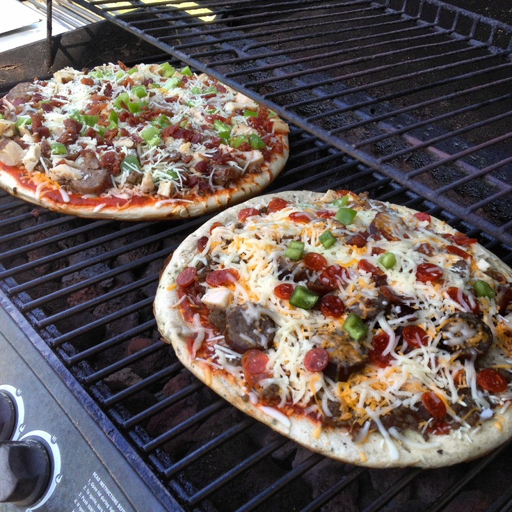 Homemade pizza on the grill. | Yummy in Eric's Tummy | Pinterest