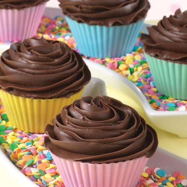 Brownie Cupcakes - Less crumbs, more fun! Everyone gets his own fudgy ...