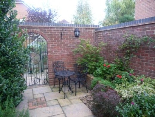 Enclosed courtyard garden courtyards pinterest for Courtyard landscaping pictures