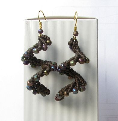 #Macrame con perline: orecchini a spirale. beaded macrame earrings photo tutorial