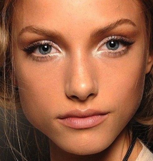 Midweek-Makeup-White-and-Bright-Eyes