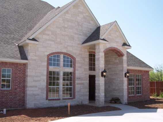 Austin crystal stone house pinterest for Mixing brick and stone