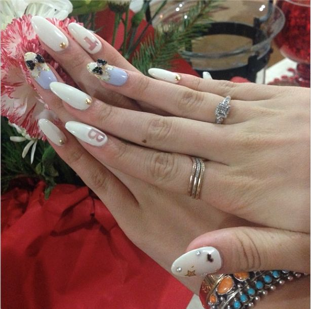 Bella Thorne's holiday nails | Nails | Pinterest