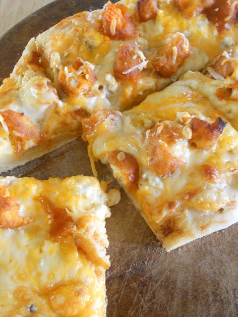 Buffalo Chicken Pizza OH MY GOD. | yummy | Pinterest