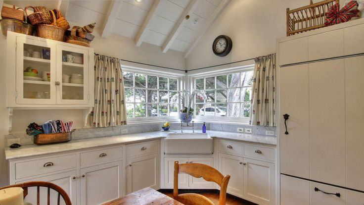 Pin by lindsay anne on decorating ideas for my first place - Corner windows in kitchen ...