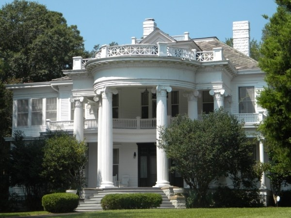Stately old mansion south mississippi houses i love for Home builders in south mississippi