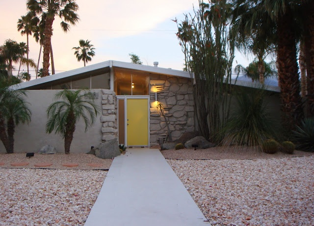outdoor lighting mid century modern wall sconce in palm springs