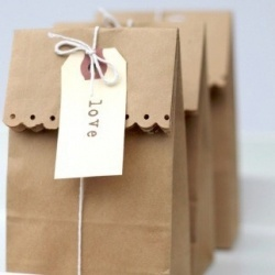 Cute and easy bag wrapping.