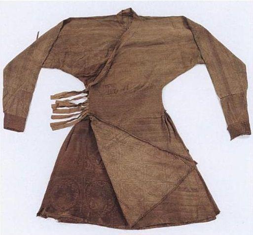 Yuan Dynasty  Robe with  braided     Bian Xian  waist  Silk and    Yuan Dynasty Clothing