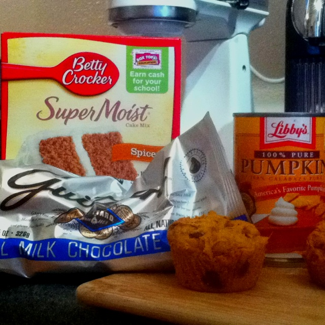 Pumpkin Chocolate Chip Muffins. Insanely easy! Spice Cake Mix, Pumpkin ...