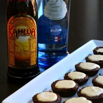 White Russian Pudding Brownie Shots | ☕I'd drink to that | Pinterest