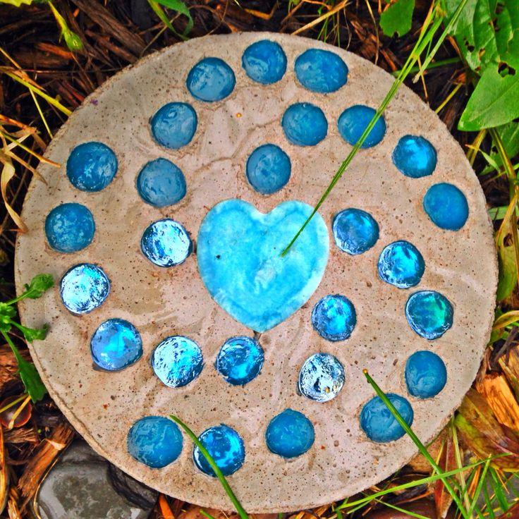 Aqua heart garden stepping stone stepping stones pinterest for Pinterest garden stones