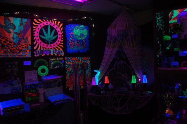 Cool Blacklight Rooms