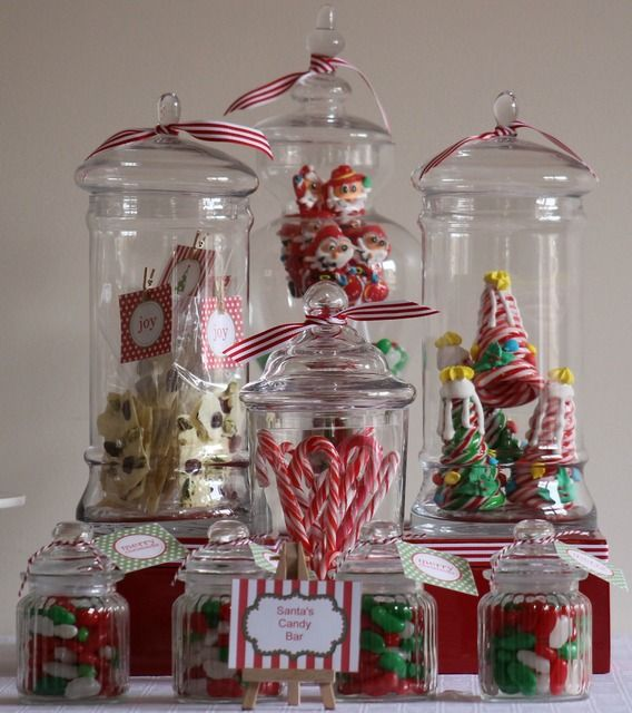 Christmas Decorations in Glass Jars #christmas #decorations
