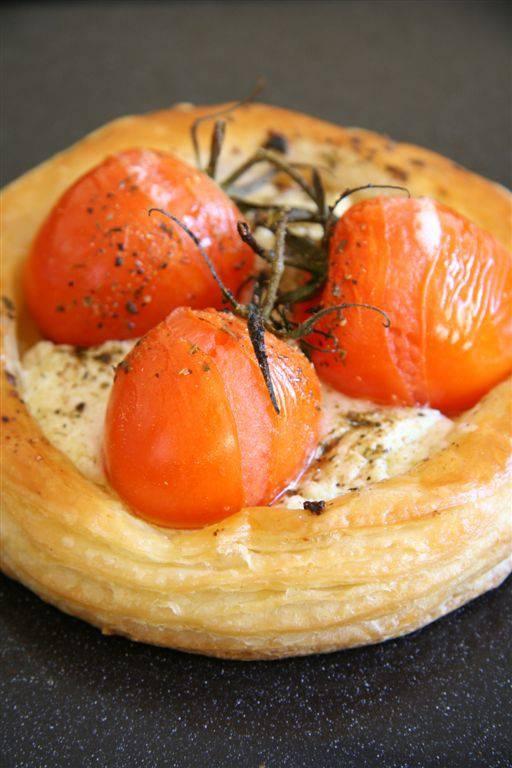 Bella tomato and goat's cheese tarts | Tapas | Pinterest