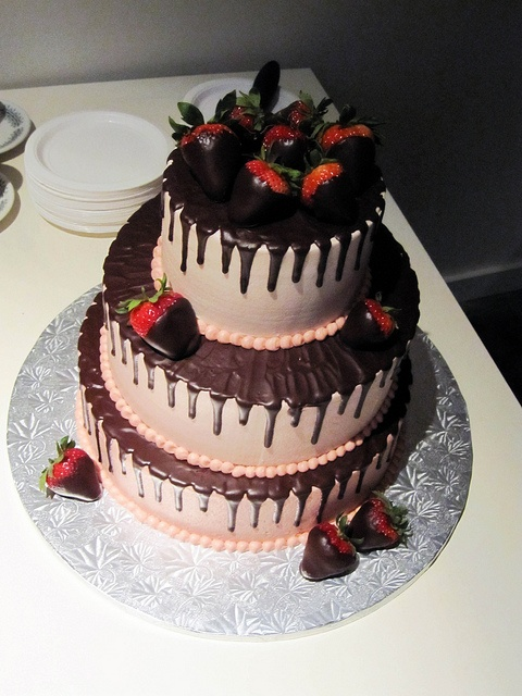 Chocolate Covered Strawberry Cake | Cakes | Pinterest