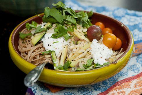 ... , cottage cheese, tomatoes, on whole wheat pasta - healthy and fast