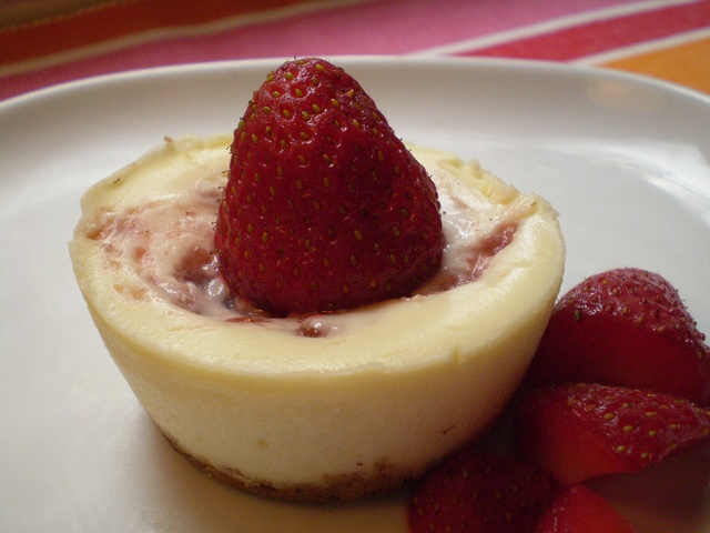 Strawberry cheesecake bites | Eats | Pinterest