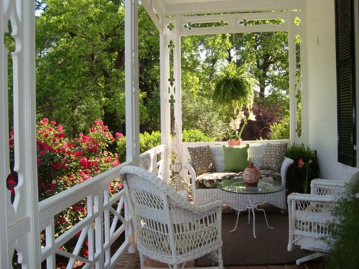 Screened porch ideas on pinterest 57 pins for Sofas para porches
