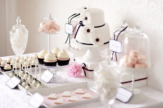 White and pink sweets bar