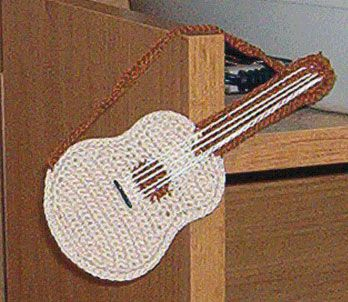 Free Pattern Crochet Guitar : Guitar crochet animals,hearts,letters & guitars Pinterest