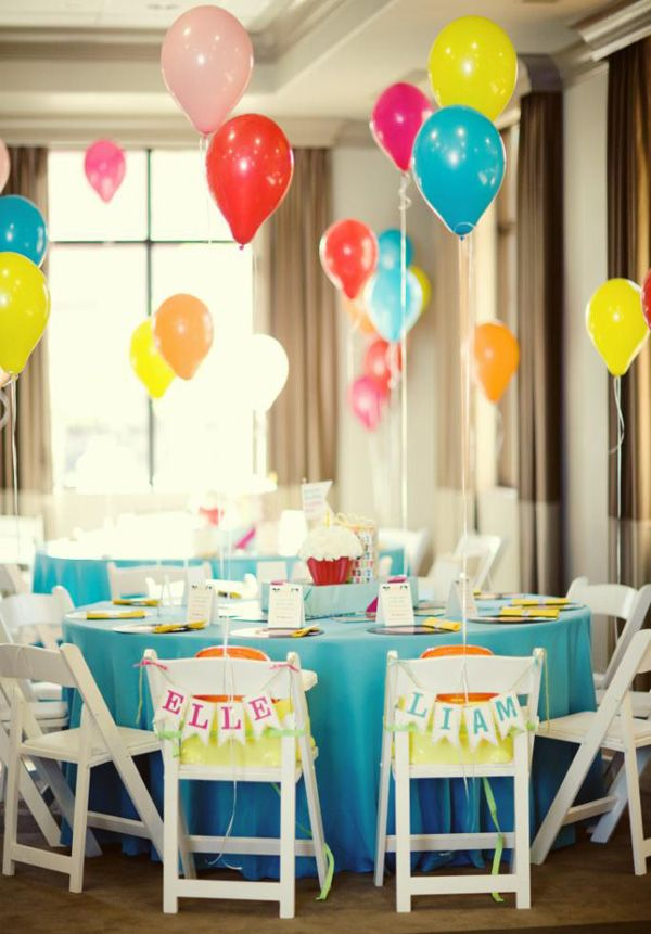 Love this party layout. Clever to have the balloons so that people can still see one another across the table. Bright, sunny and happy :)