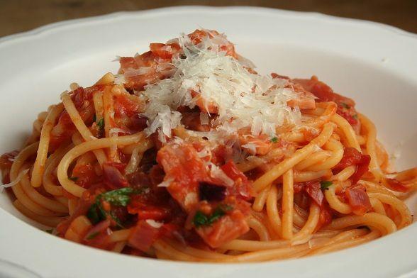 Spaghetti alla Vodka (with bacon) | Yummy 3 | Pinterest