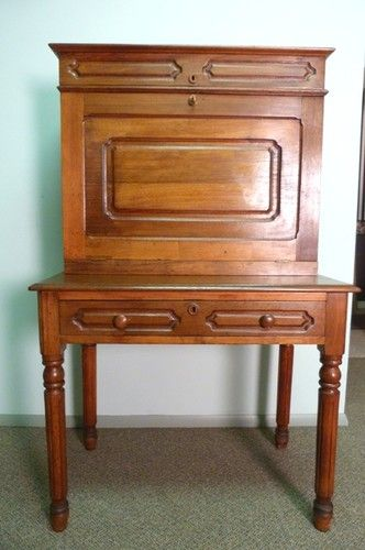 ANTIQUE WALNUT SOUTHERN PLANTATION DESK