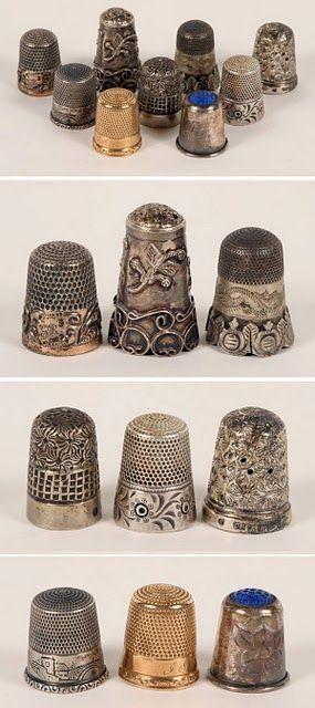 La historia de este diminuto utensilio es muy antigua; en las tumbas de los faraones se hallaron pequeños dedales de cuero utilizados por las reinas egipcias, muy hábiles en el arte de coser y de bordar. En China, las damas de la más alta sociedad usan dedales de gran valor. Durante la Edad Media, las damas aguardaban bordando el retorno de los caballeros que participaban de las Cruzadas..