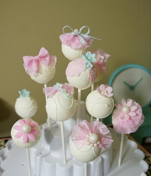 Dainty pink and cream cake pops | Cake pops | Pinterest