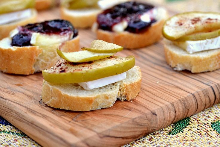 Canapes so easy: french bread, brie cheese, raspberry preserves, apple slices.