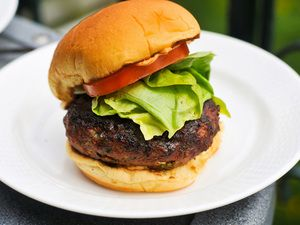 Asian Turkey Burger with Sriracha Mayo: A Turkey Burger That Doesn't ...