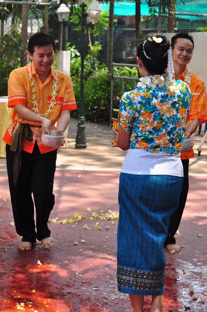 Lễ hội té nước Bumpimay tại Lào