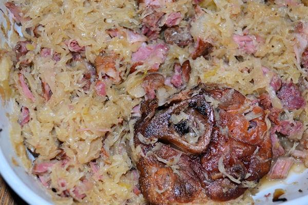 how to cook pork hocks and sauerkraut