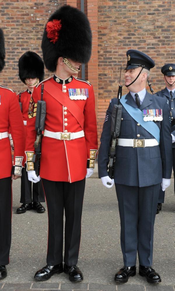 Clr Sgt Daniel Wall & Flt Sgt Neil Weston exchange glances as they prepare for the #DiamondJubilee parade | pic.twitter.com/DBwdm2Lc