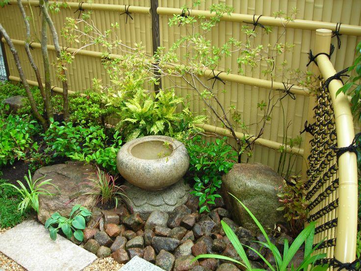 Japanese garden bamboo fence gardening pinterest for Japanese bamboo garden design