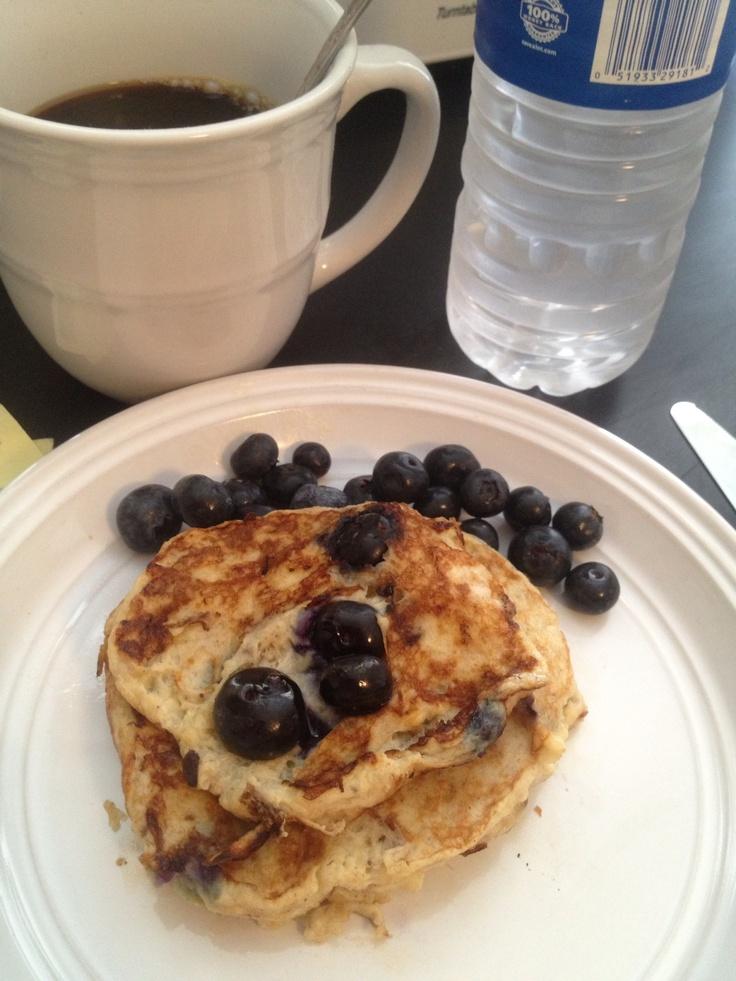 Banana pancakes! Two bananas, two eggs, cinnamon, vanilla extract. I ...