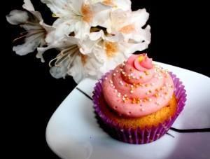 Double Vanilla Cupcakes | cakes & cupcakes | Pinterest