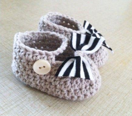 crocheted mary janes // 10 Must-Have Crochet Baby Items for Fall