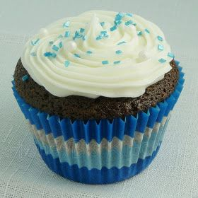 ... Honeybunch: Chocolate Cupcakes with Almond Cream Cheese Frosting