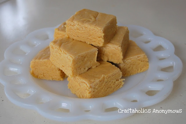 Easy Pumpkin Fudge Recipe http://www.craftaholicsanonymous.net/pumpkin ...