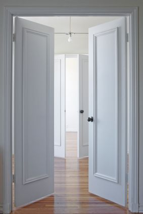 White door with vertical box makes the room and door look taller,white doors look best with wooden flooring